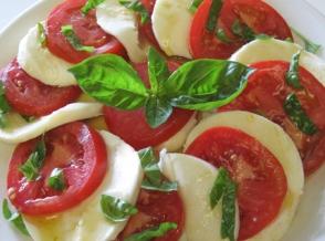 Tomato_mozzarella_basil430